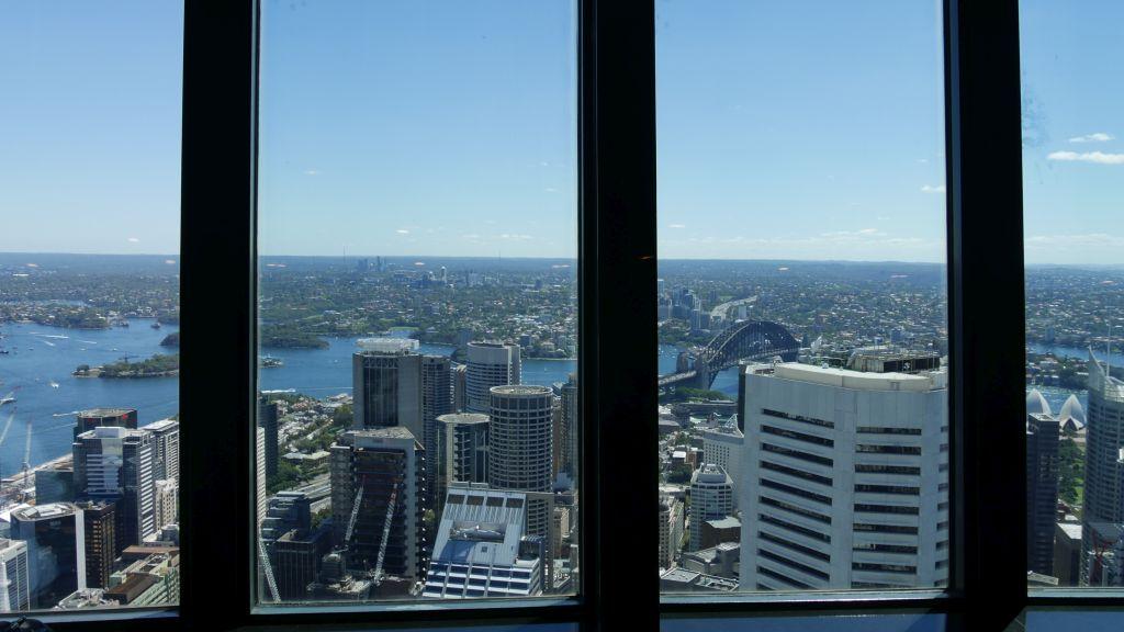 Foto met de ramen met in de achtergrond de Harbour Bridge