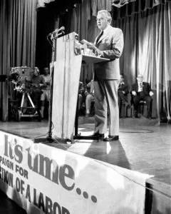 800px Gough Whitlam 1972 policy speech நம்பிக்கைக் கொலை: இரண்டாம் உலக போருக்கு பின்னர் ஐ-அமெரிக்க இராணுவ, சிஐஏ தலையீடுகள்(4) – தமிழில் ந. மாலதி