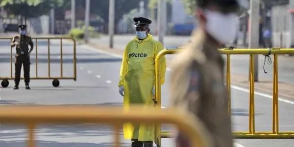 police check point பயணக் கட்டுப்பாடுகளை உடன் கடுமையாக்குங்கள்; விசேட வைத்திய நிபுணர்கள் சங்கம்