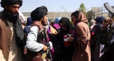 போராட்டம் நடத்திவரும் பெண்கள் மீதுதலிபான்கள் தாக்குதல்