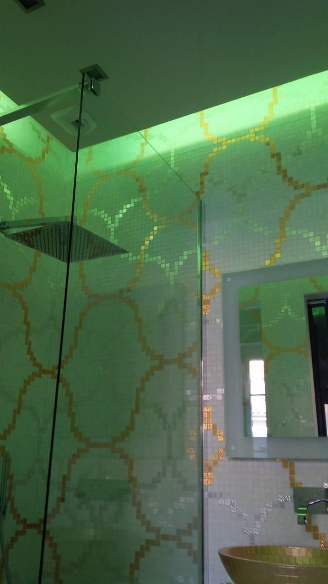 salle d eau mosaique feuille d or