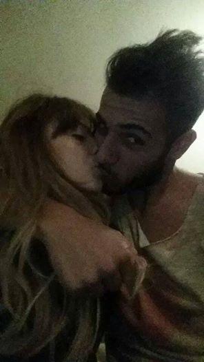 Aldo Palmeri si bacia con la sua Alessia Cammarota