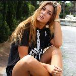 Karin Bonucci si rilassa al parco