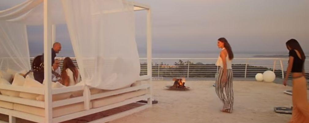 La tronista Sonia e Ilenia Pastorelli nel video di Biagio Antonacci in ricordo di Pino Daniele One Day