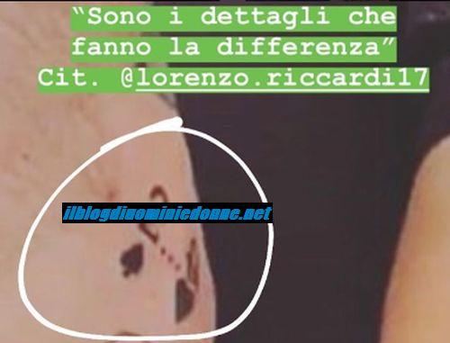 Il nuovo tatuaggio di Lorenzo Riccardi, spunta una regina di cuori, chi sarà?