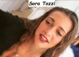 Sara Tozzi felice si diverte con le amiche
