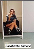 Selfie allo specchio di corteggiatrice Uomini e donne