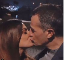 Roberta di Padua e Riccardo Guarnieri si baciano a Ponte Milvio