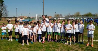 La squadra delle staffette giovanili di Atletica 85 Esordienti e Ragazzi maschi e femmine