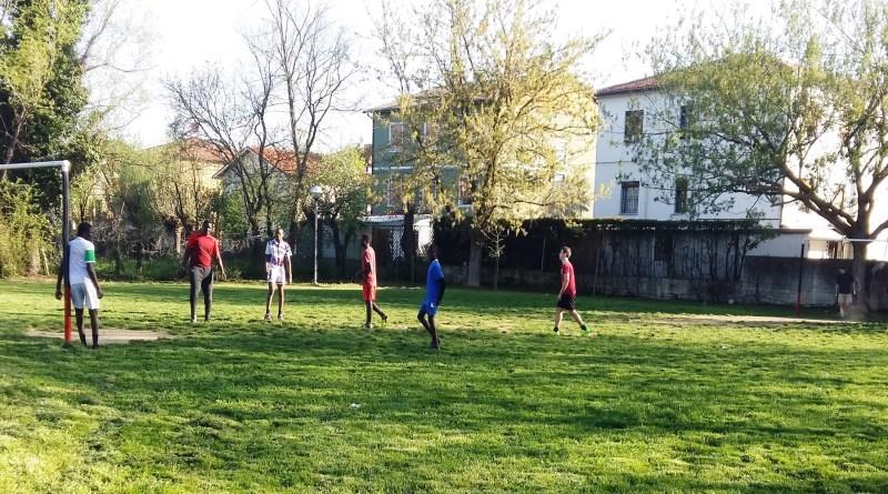 calcio piazza parco giani