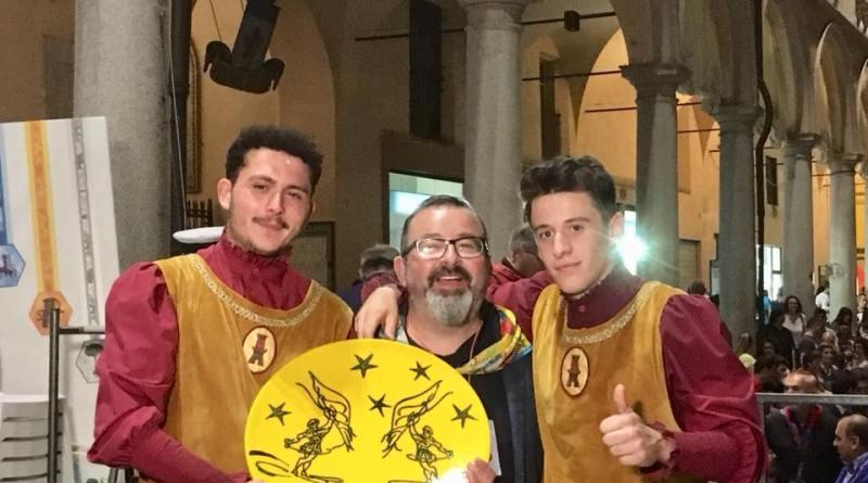 Rione giallo bandiere benedetti lionetti