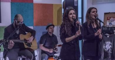 Iza e Sara cantanti