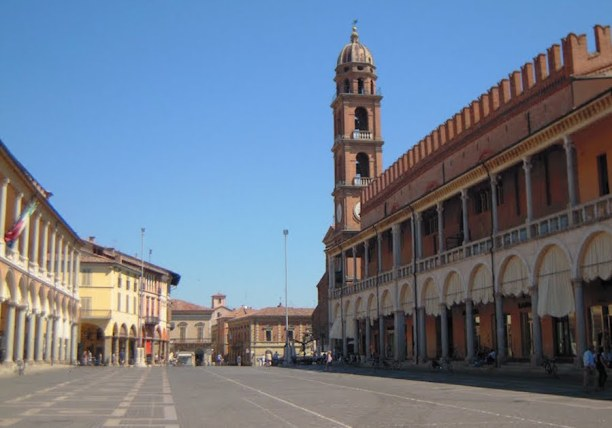 Faenza-Piazza-del-Popolo