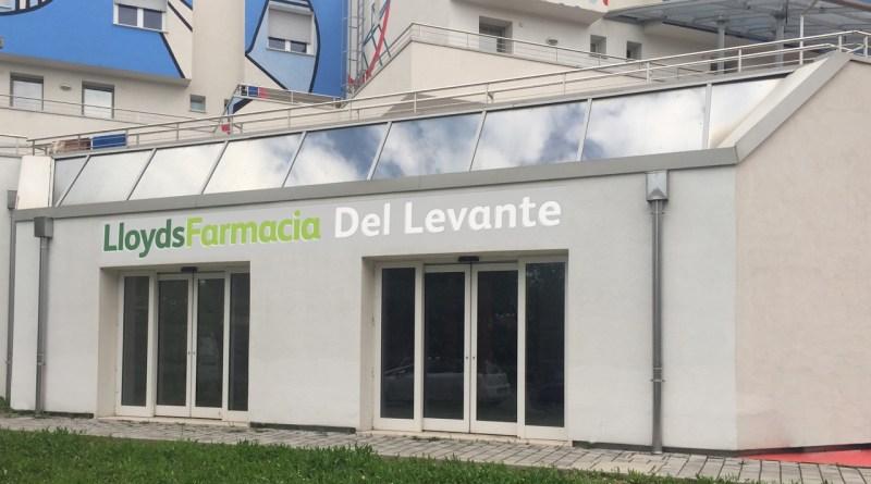 Farmacia con insegna