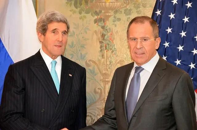 John Kerry con il Ministro degli Esteri russo Lavrov