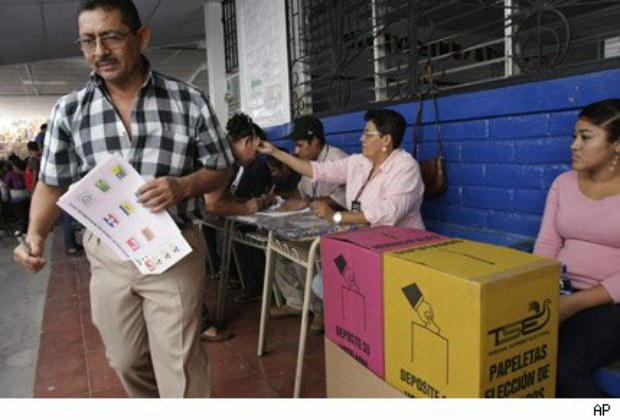 Elettori alle urne a El Salvador