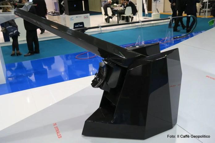Il mock-up della torre da 127/62 mm in configurazione stealth e dotata del kit di guida Vulcano