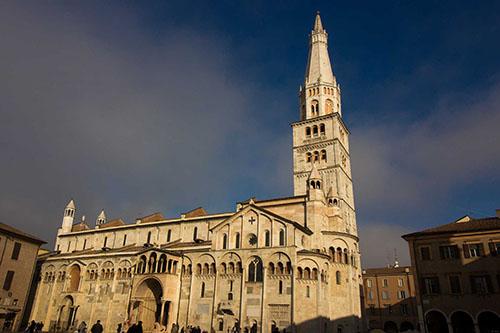 Il Duomo di Modena  23 Km
