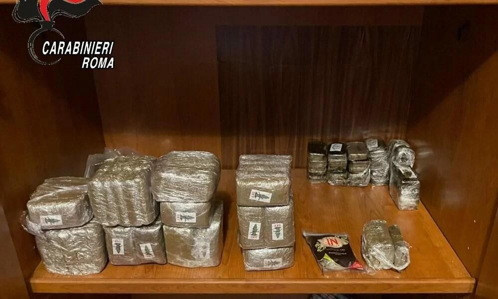 Roma. Trasforma la stanza in un 'laboratorio della droga': 11 kg di hashish nella credenza