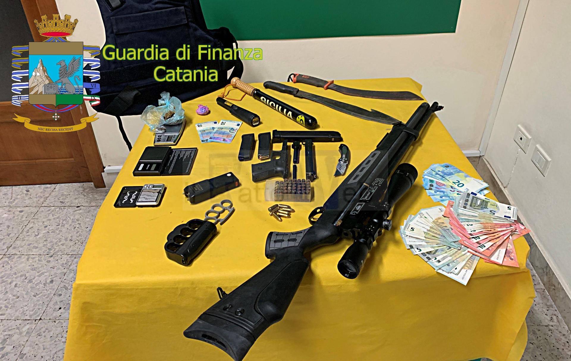 GDF CATANIA: LIDO LE CAPANNINE, DETENZIONE ABUSIVA DI ARMI, ARRESTATO SALVATORE RACITI