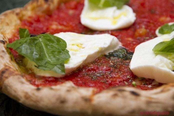 Pizza-Ti-racconto-una-bufala-Lazzaroni-14