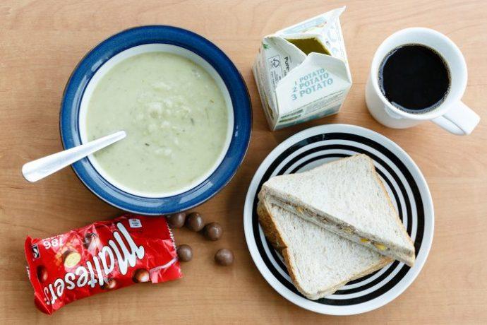 England - Quando la schiscetta non basta più: ecco come si fa la pausa pranzo nel mondo