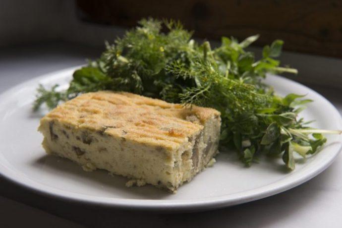 Polpettone Ligure di Patate e Carciofi con insalata di Erbette di Campo