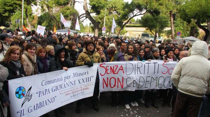 Protesta operatori sociali davanti la Presidenza della Regione
