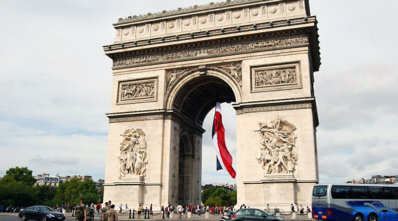 Arco di Trionfo a Parigi, in piazza Charle de Gaulle, all'inizio del famoso viale dei Champs-Elysees