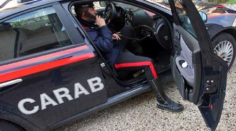 Un pregiudicato è stato trovato senza vita a Ramacca, in provincia di Catania, colpito con un proiettile alla spalla e con delle pietre alla testa