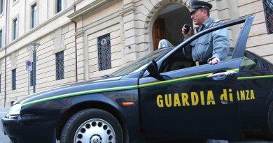 Altri due magistrati sono stati indagati nell'inchiesta della procura di Messina che ha coinvolto l'ex pm di Siracusa Giancarlo Longo, arrestato martedì con le accuse di corruzione, associazione a delinquere e frode