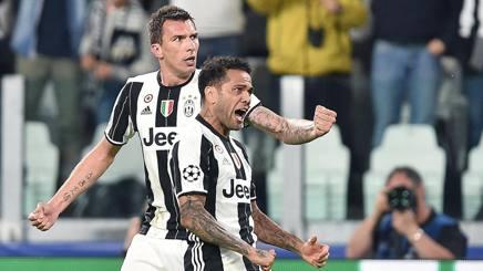 Dani Alves e Mandzukic in gol per la Juventus
