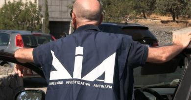 Mafia, i Carabinieri hanno arrestato 12 persone appartenenti ai clan di Vita e Salemi, nel Trapanese, ritenute favoreggiatrici del capomafia latitante Matteo Messina Denaro