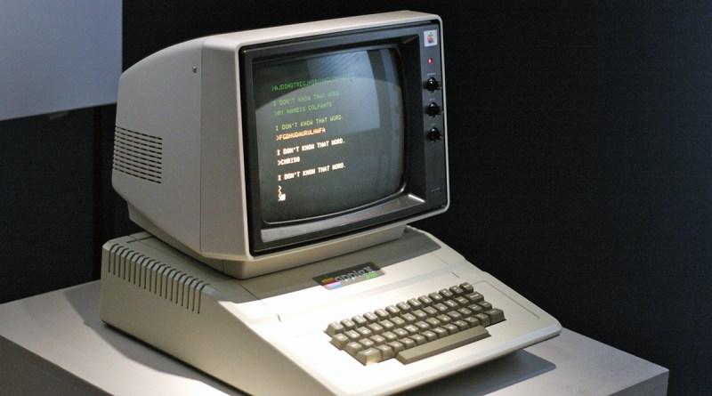 Apple II, lanciato in America il 10 giugno 1977