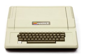 Ecco l'aspetto accattivante dell'Apple II. Fu il primo computer ad avere un case in plastica. Fino ad allora i computer avevano un rivestimento di metallo.