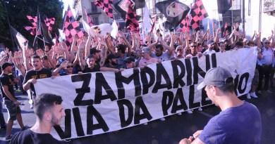 Tifosi del Palermo contro Zamparini
