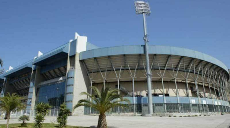 Palermo, un botteghino dello stadio in fiamme