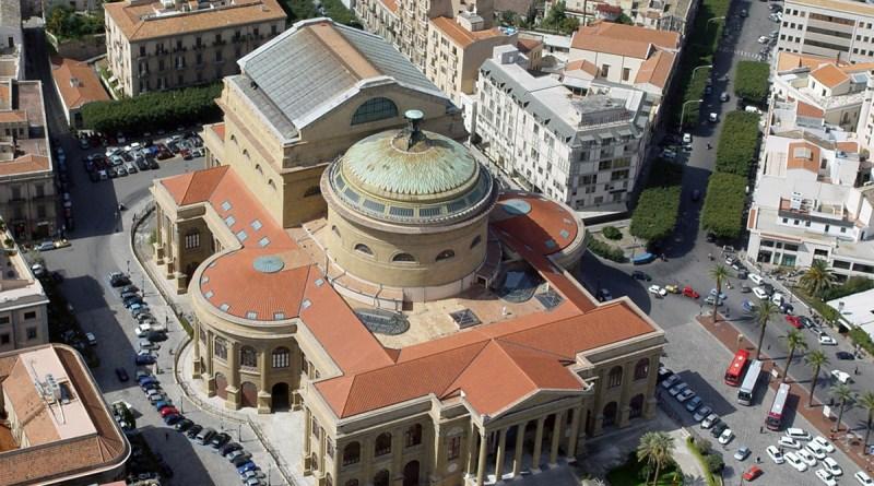 Il Teatro Massimo di Palermo, realizzato su progetto di Giovan Battista Filippo Basile