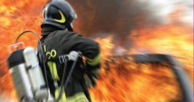 Paura a Lercara Friddi, incendio in un capannone per la lavorazione dello zolfo