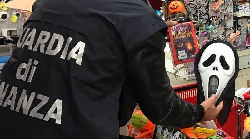 Ragusa, sequestrati oltre 100 mila accessori di Halloween