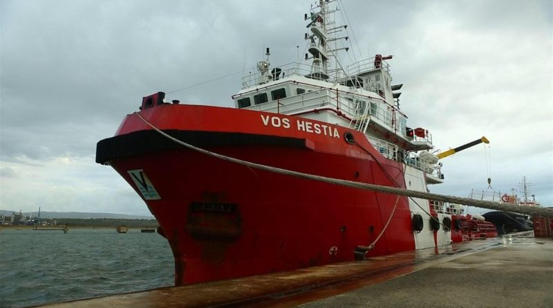 Catania, perquisita la nave Vos Hestia di Save The Children