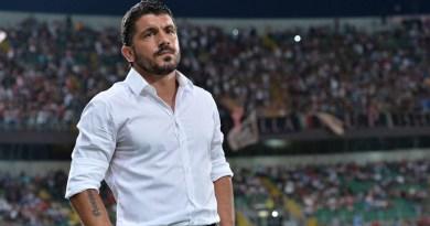 L'ex allenatore del Palermo Gennaro Gattuso prende posto sulla panchina del Milan al posto dell'esonerato Vincenzo Montella