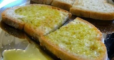 Pane e olio sarebbe un piatto perfetto per le proprietà nutritive. I due alimenti si migliorerebbero a vicenda dal punto di vista nutrizionale