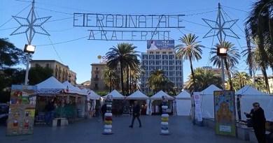 Piazza Castelnuovo e quella fiera di Natale che fa storcere il naso