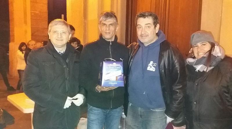 Confartigianato Imprese Palermo insieme all'associazione Il Genio di Palermodona panettoni e pandori ai clochard della stazione centrale