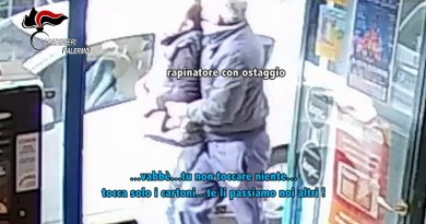 I Carabinieri di Palermo hanno arrestato tredici persone: organizzati come un vero e proprio commando, avrebbero rapinato nove furgoni carichi di sigarette
