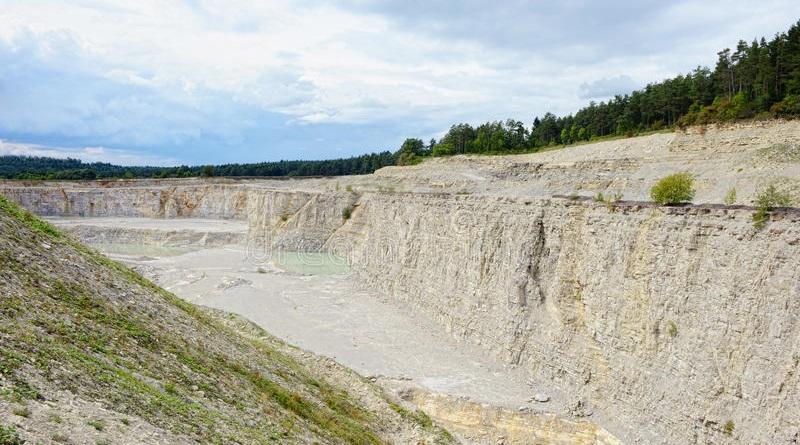 L'azienda trevigiana Fossa Bortolo aspetta da 4 anni il via libera per riaprire la cava di Agira a causa di lungaggini burocratiche. E il rischio è quello di perdere posti di lavoro