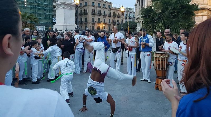 Nel weekend a Palermo si svolgerà il raduno nazionaleCapoeira Da Bahia. Un'evento che è stato anticipato da un'esibizione in Piazza Politeama