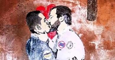 Sono stati realizzati da Tvboy, nome d'arte diSalvatore Benintende, artista nato a Palermo, i tre murales che sono stati realizzati nella notte a Roma. Nel primo è raffigurato un ipotetico bacio tra Luigi Di Maio e Matteo Salvini