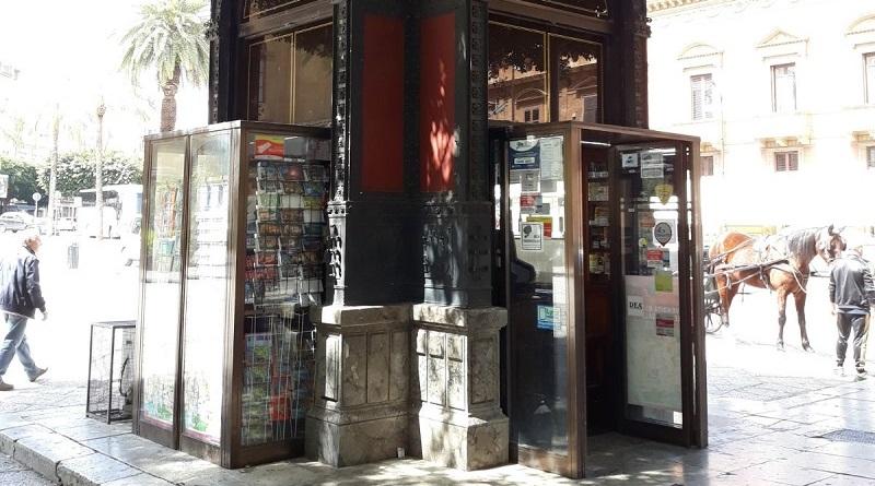 """Il M5S: """"Abbiamo inoltrato agli organi competenti una richiesta di verifica sulle deturpazioni del chiosco Ribaudo di Ernesto Basile di piazza Giuseppe Verdi"""""""
